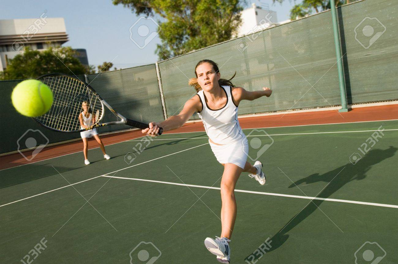 Tennis Player Reaching For Ball Stock Photo - 5436252