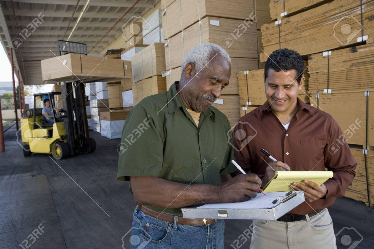 Stock-Men tenendo in magazzino Archivio Fotografico - 5438482