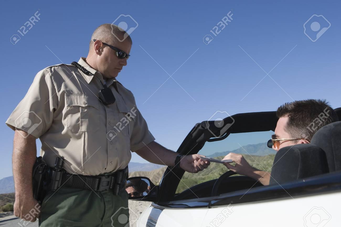 Policeman giving driver speeding ticket Stock Photo - 12513764