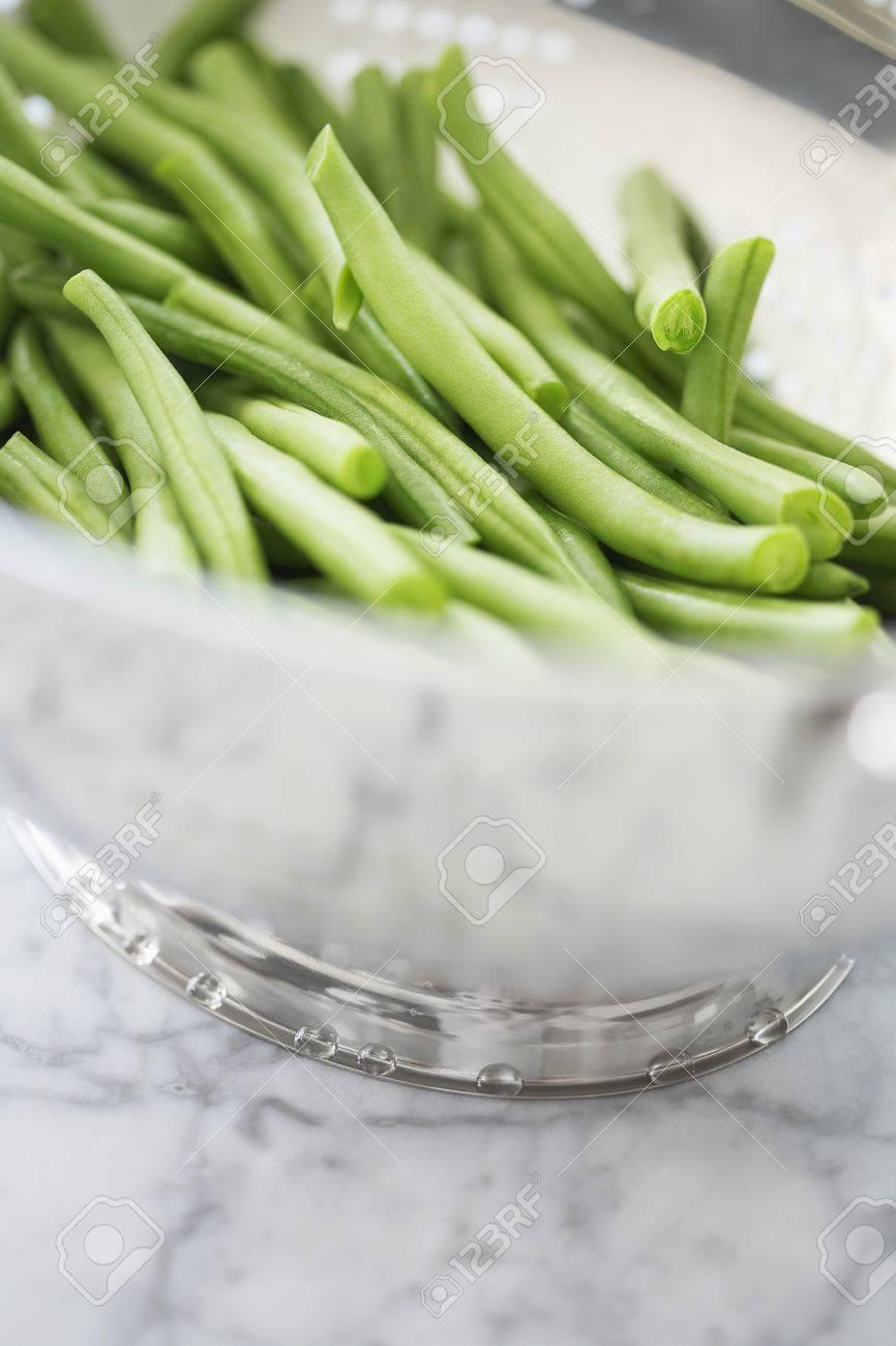Metal bowl of green beans Stock Photo - 12514241