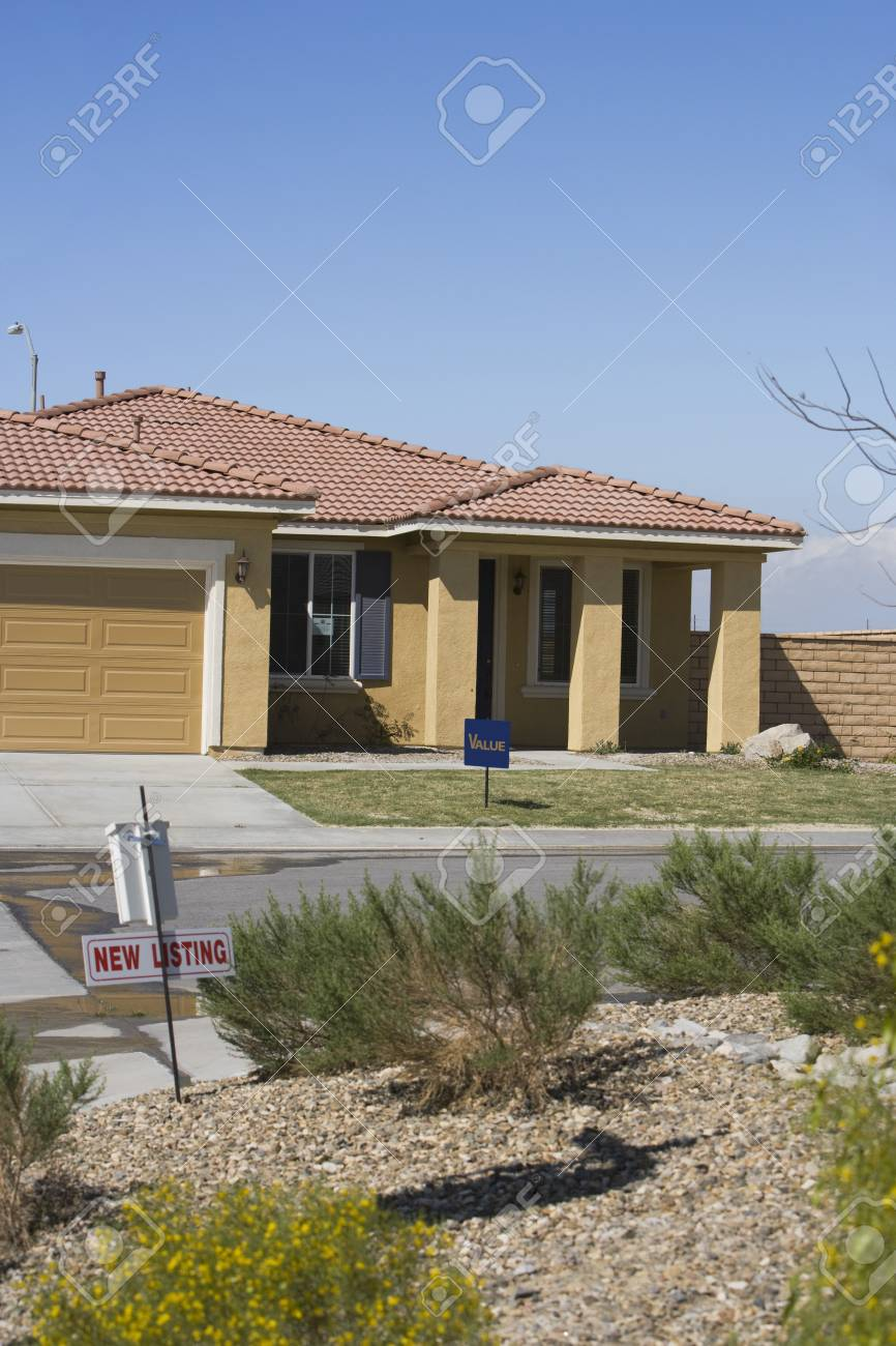 New Houses For Sale Stock Photo - 12548129