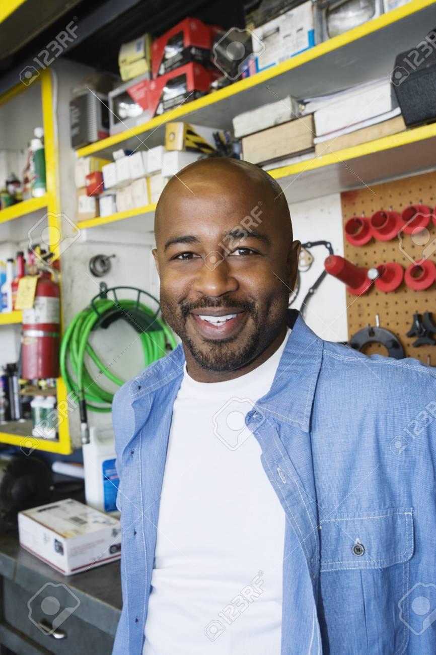 Auto Mechanic Stock Photo - 12592628