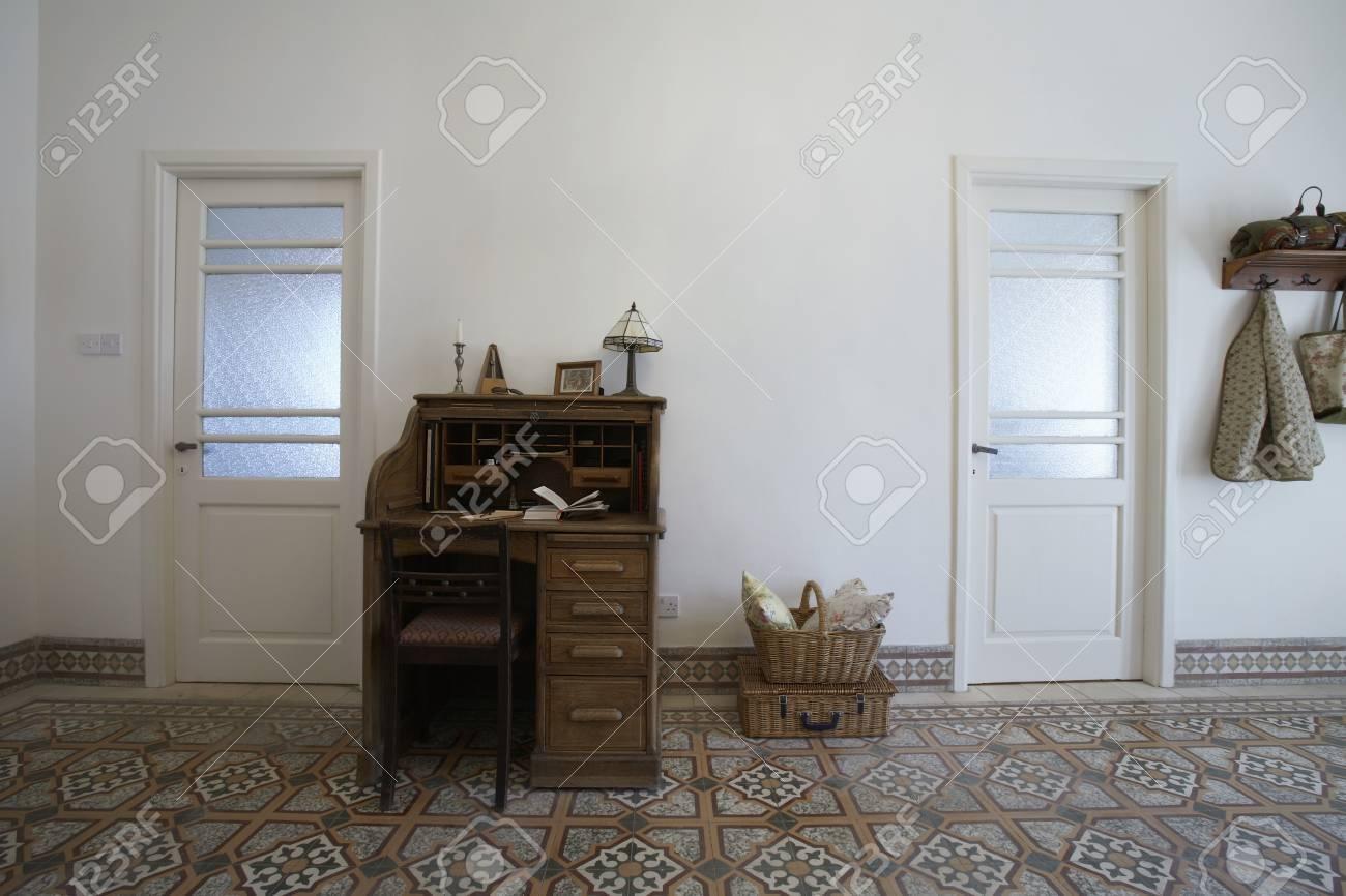 Chypre bureau dans le hall d entrée de la maison de ville des