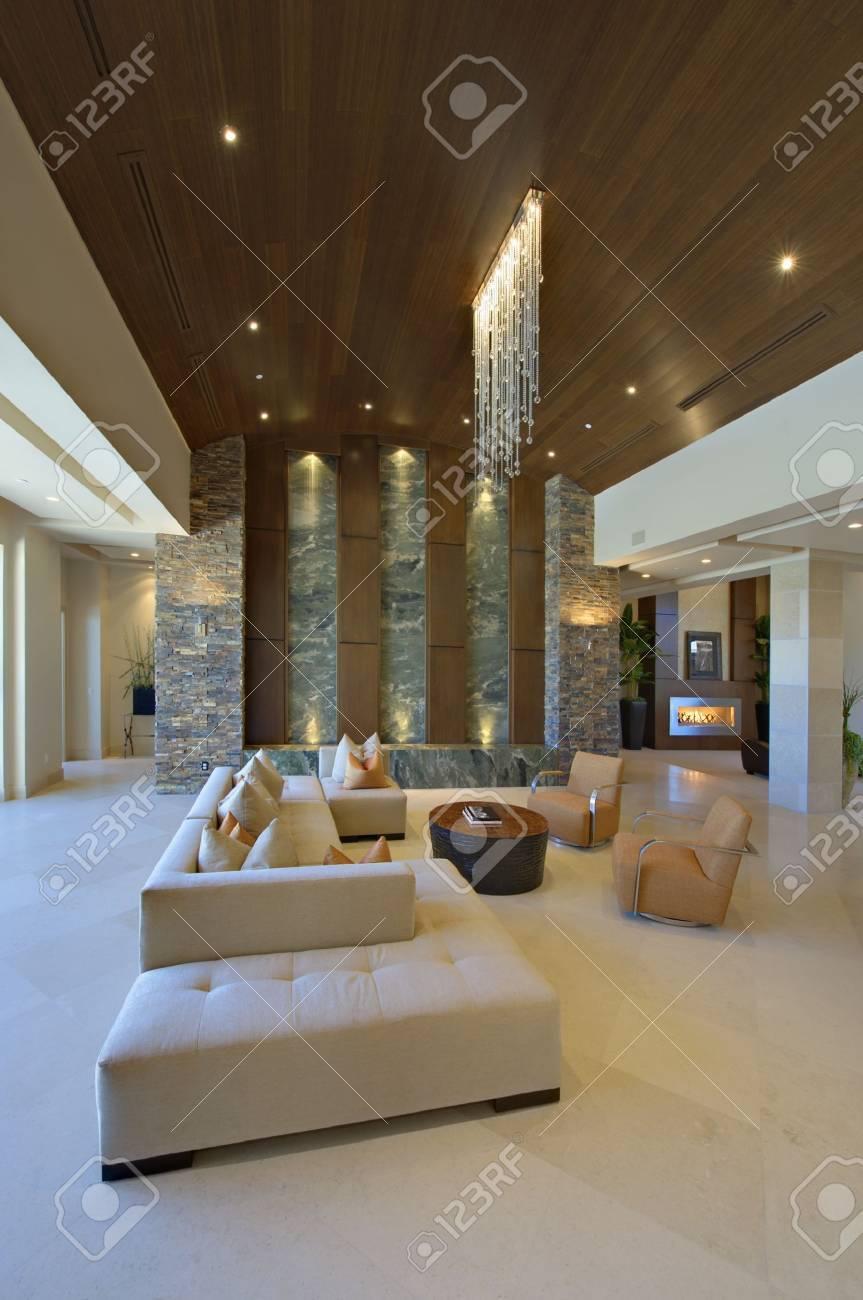Salon Interieur Avec Un Eclairage Et Un Mobilier Moderne