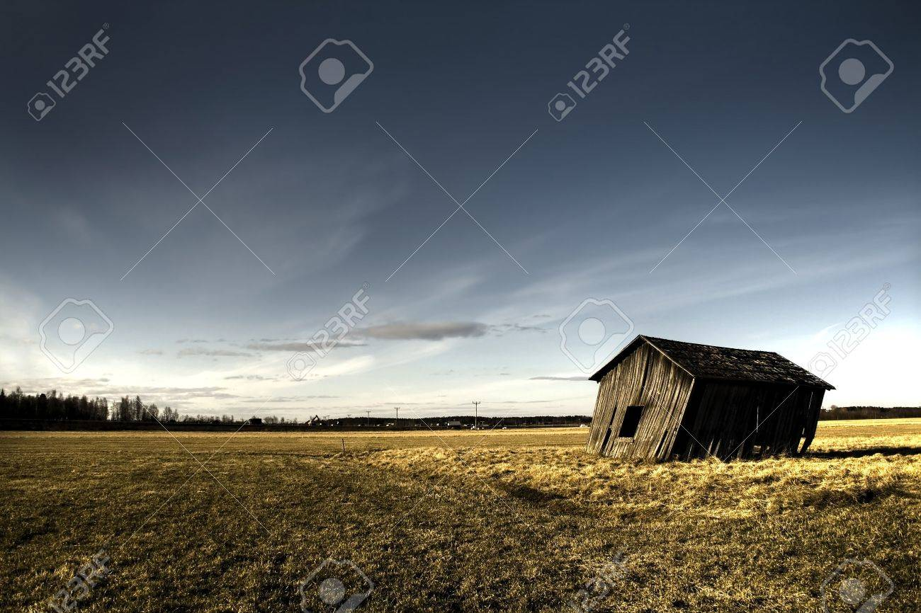deserted haunted house on a empty field Stock Photo - 904840
