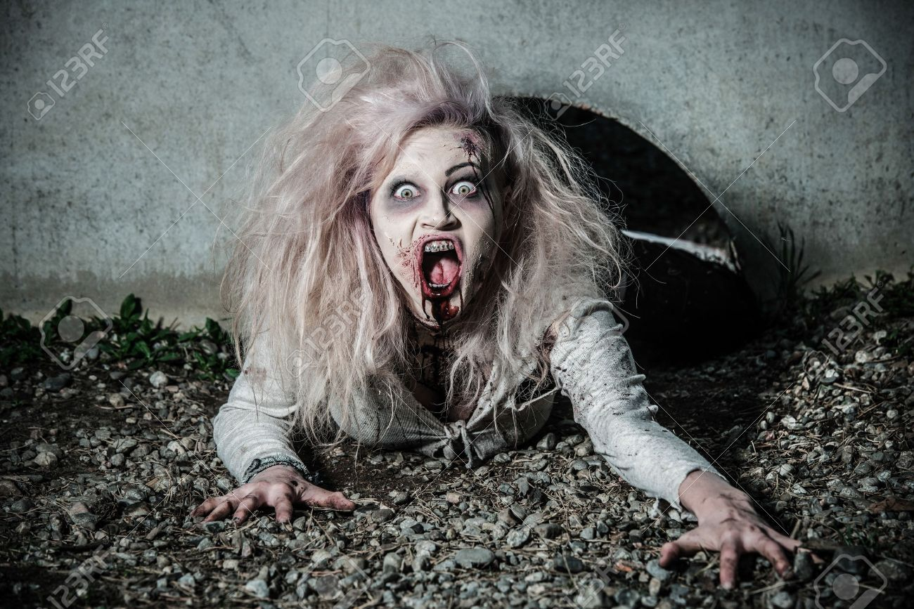 a scary undead zombie girl Stock Photo - 20528798