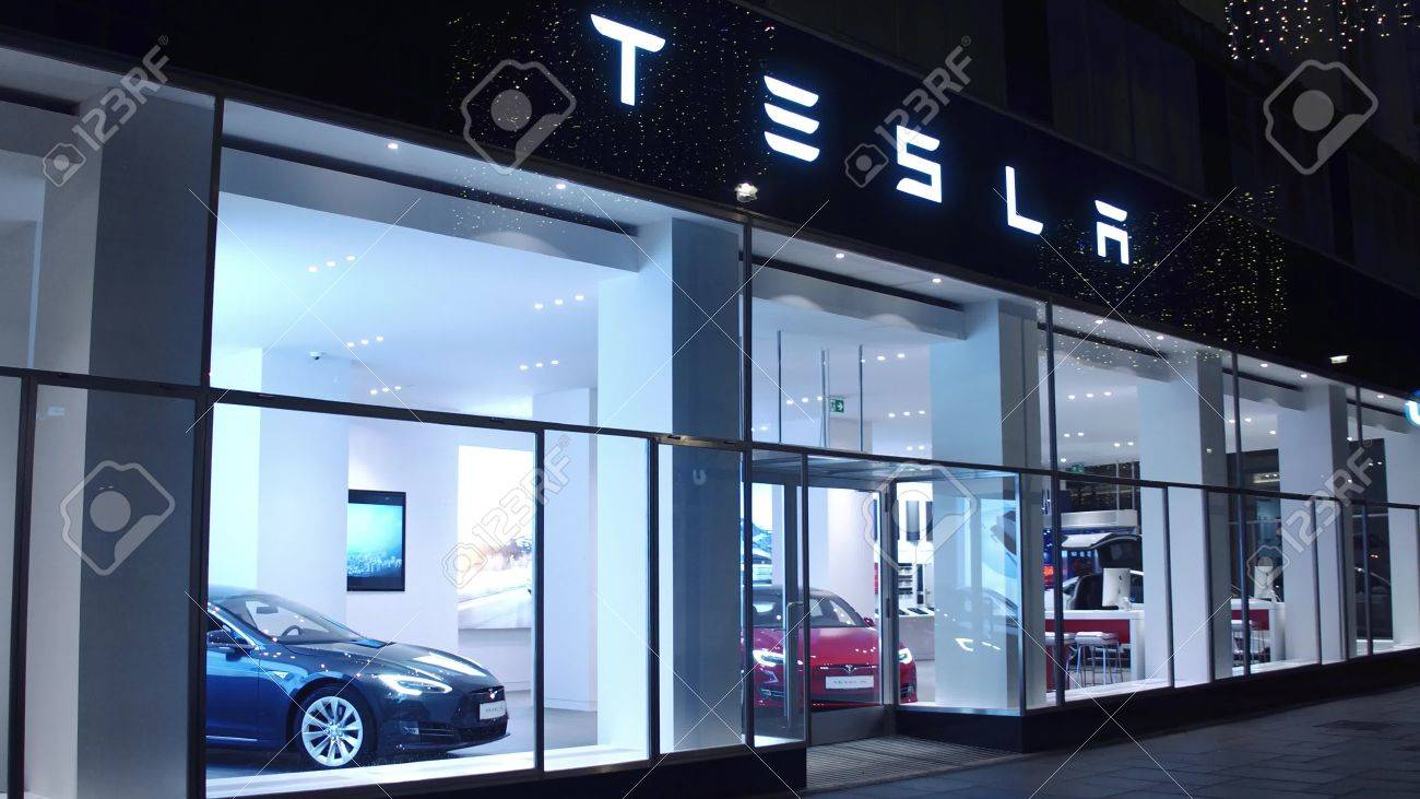 VIENNA, AUSTRIA - DECEMBER, 24 Hi-tech Tesla Electric Cars Showroom ...