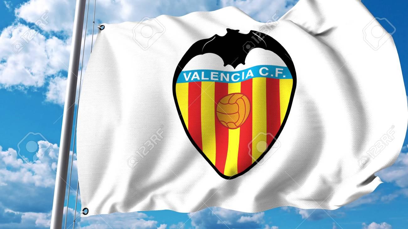 Foto de archivo - Ondeando la bandera con el logotipo del club de fútbol  del Valencia CF. Editorial Representación 3D daff0f196