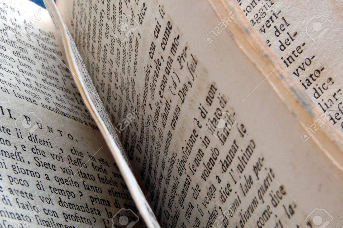 Pages D Un Vieux Livre Imprime En Italie Xviiie Siecle
