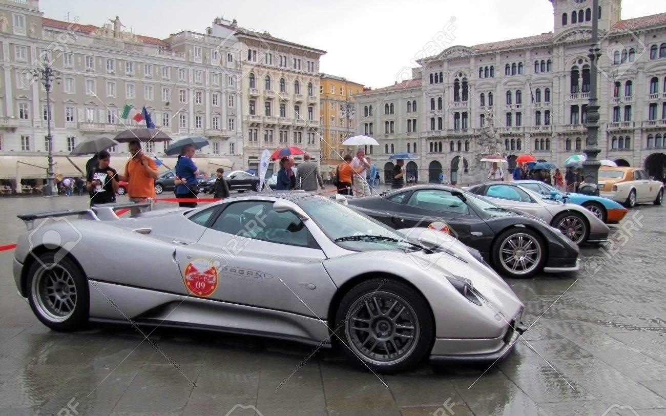international rally of super sports cars in trieste in 2010 pagani zonda ferrari enzo - Ferrari Enzo 2010