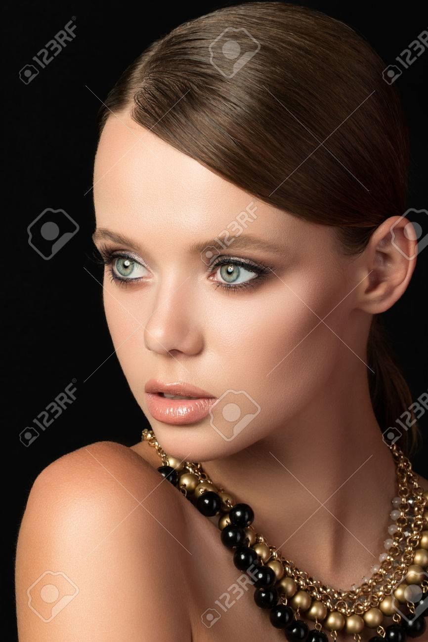 collier femme jeune