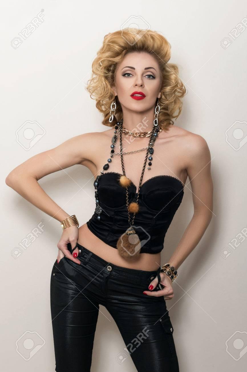 Cautare Furnizor Woman Woman)