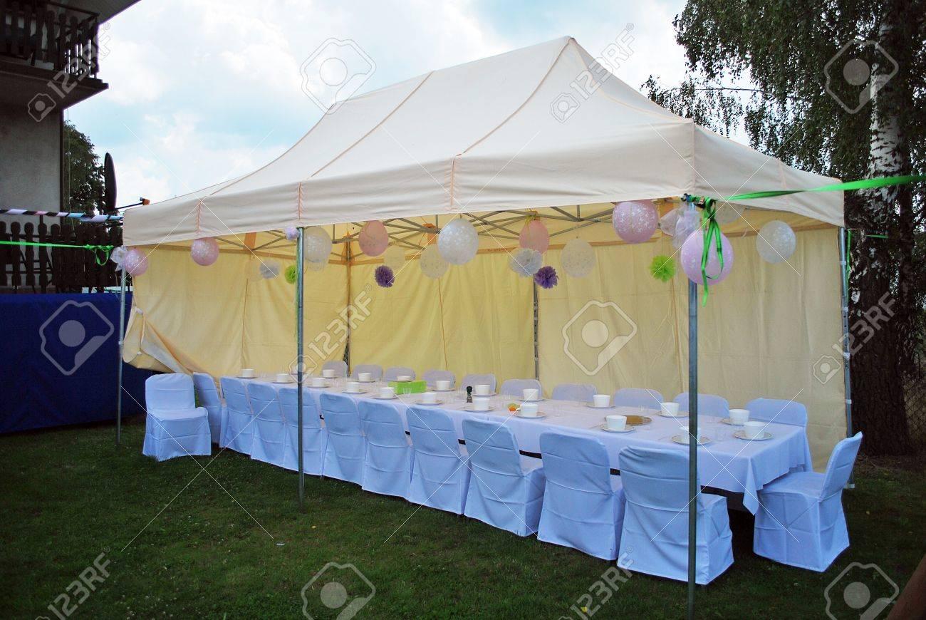 Tente de jardin prêt à faire la fête