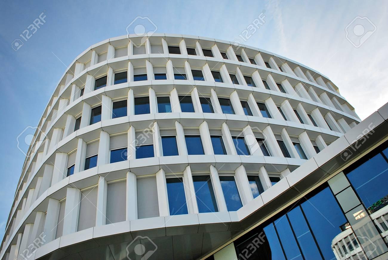 B timent moderne b timent de bureaux moderne avec façade de verre