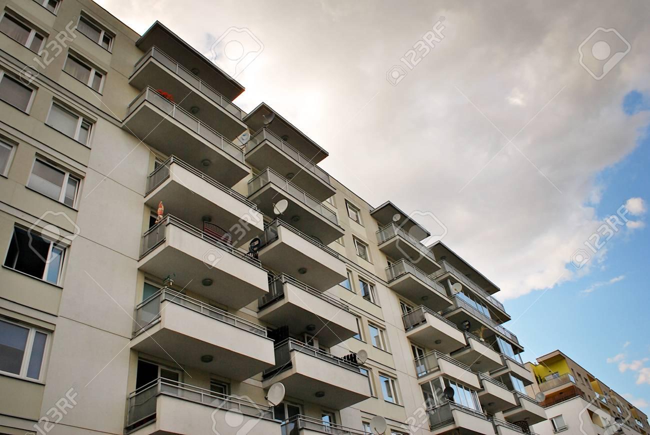 Banque dimages modern apartment building exterior