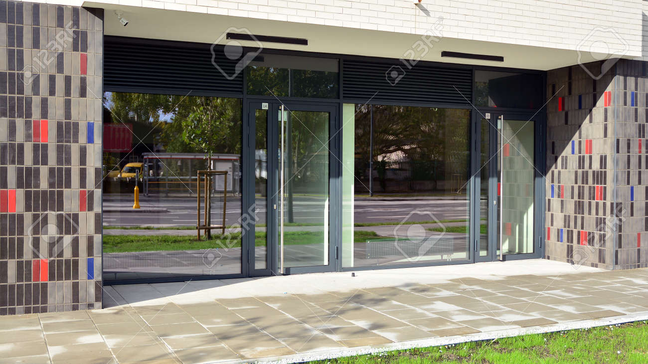 Panoramic windows of new commercial premises. Commercial property in development standard for rent. - 157603005