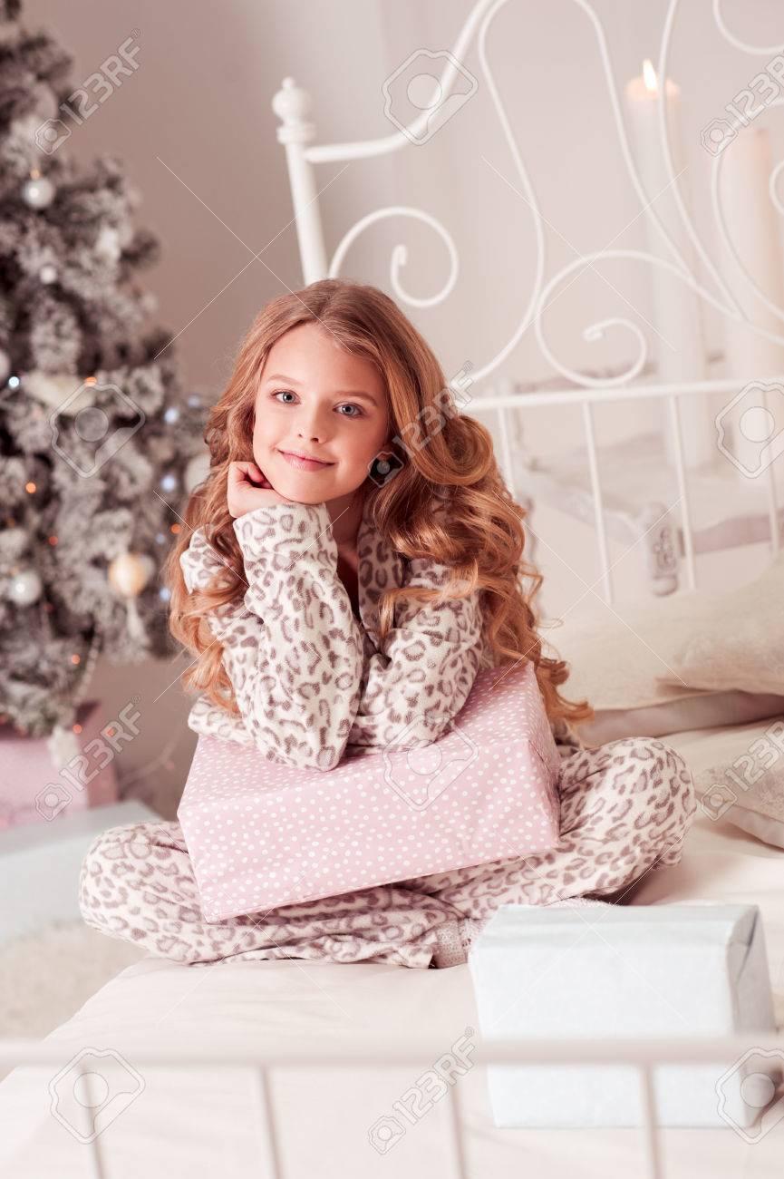 Lächelndes Schönes Jugendlich Mädchen 10-12 Jährige Offene ...