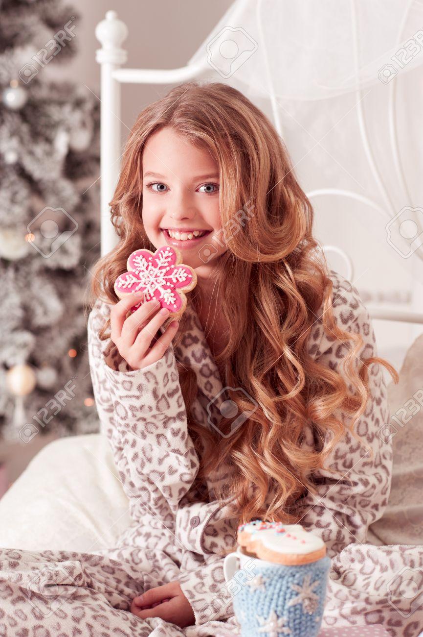 Lächelnd Schöne Blonde Teen Mädchen 12 14 Jahre Alten Lebkuchen Und