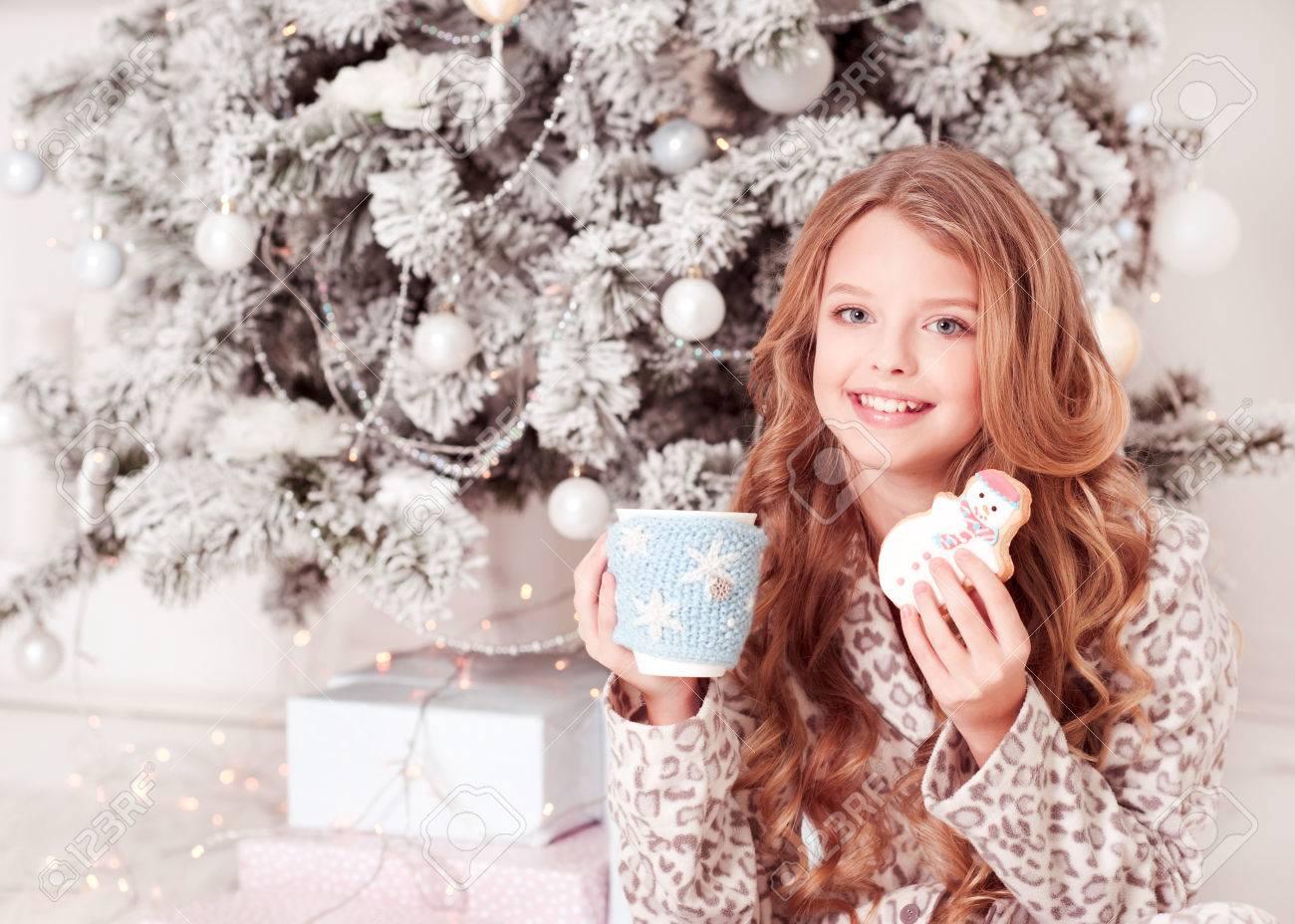 Fröhlich Teenager Mädchen 12-15 Jahre Alten Holding Tasse Tee Und ...