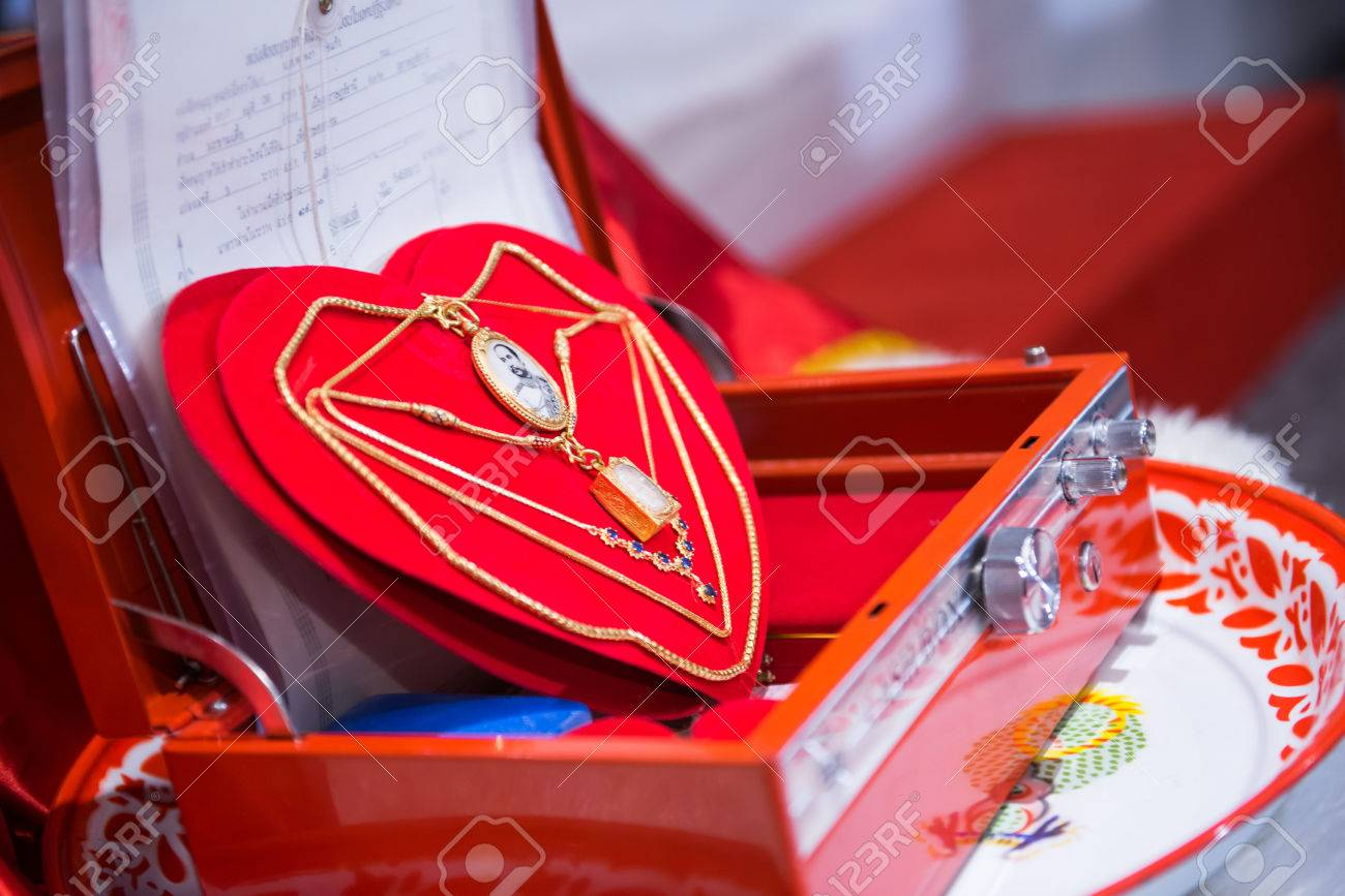 Tray of gifts from the groom in engagement ceremony, Chinese-Thai
