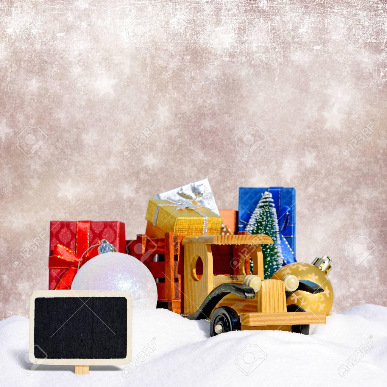 Comme Avec De Jouet Des Fond Voiture Neige Camion Sapin Boules Noël Et Dans An La CadeauxNouvel 2YH9DeWEI
