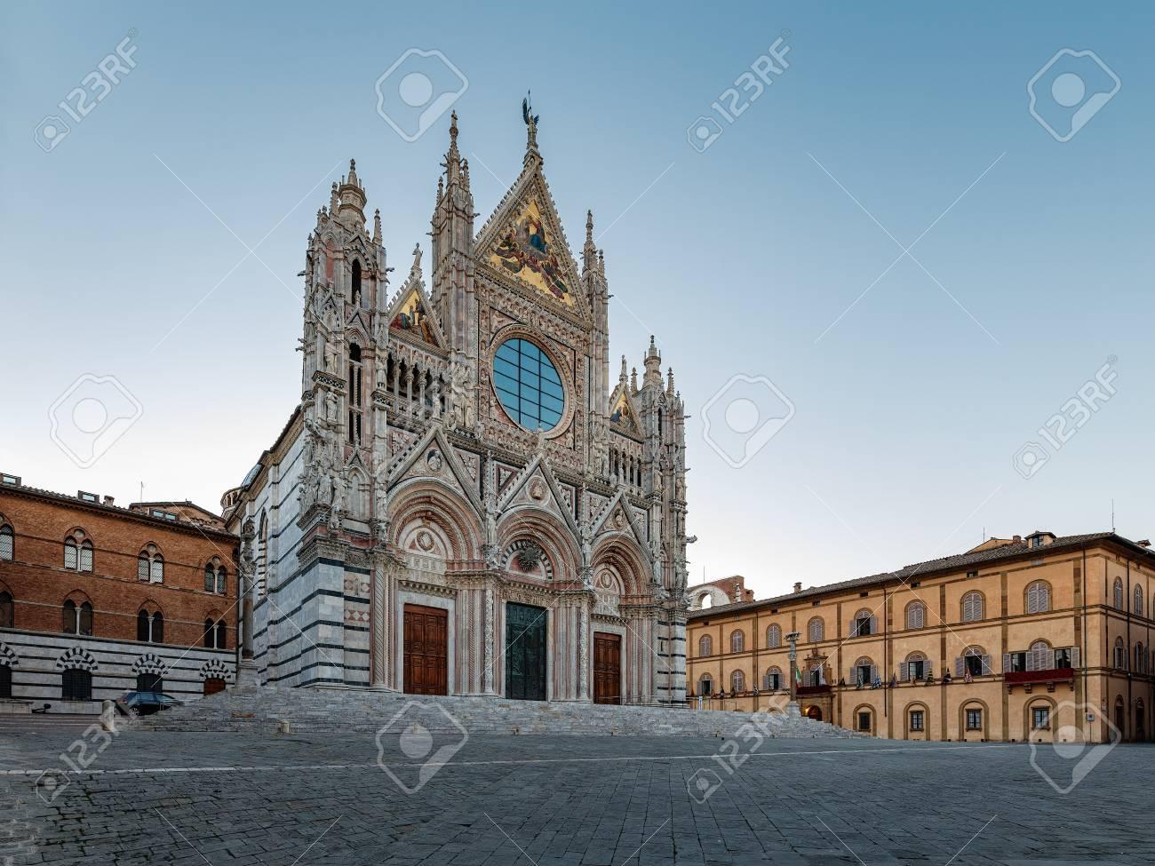 Kathedraal Van Siena.De Kathedraal Van Siena Is Een Middeleeuwse Kerk In Siena Italie Die Vanaf Haar Vroegste Dagen Als Rooms Katholieke Maria Kerk Werd Gewijd En Nu Is