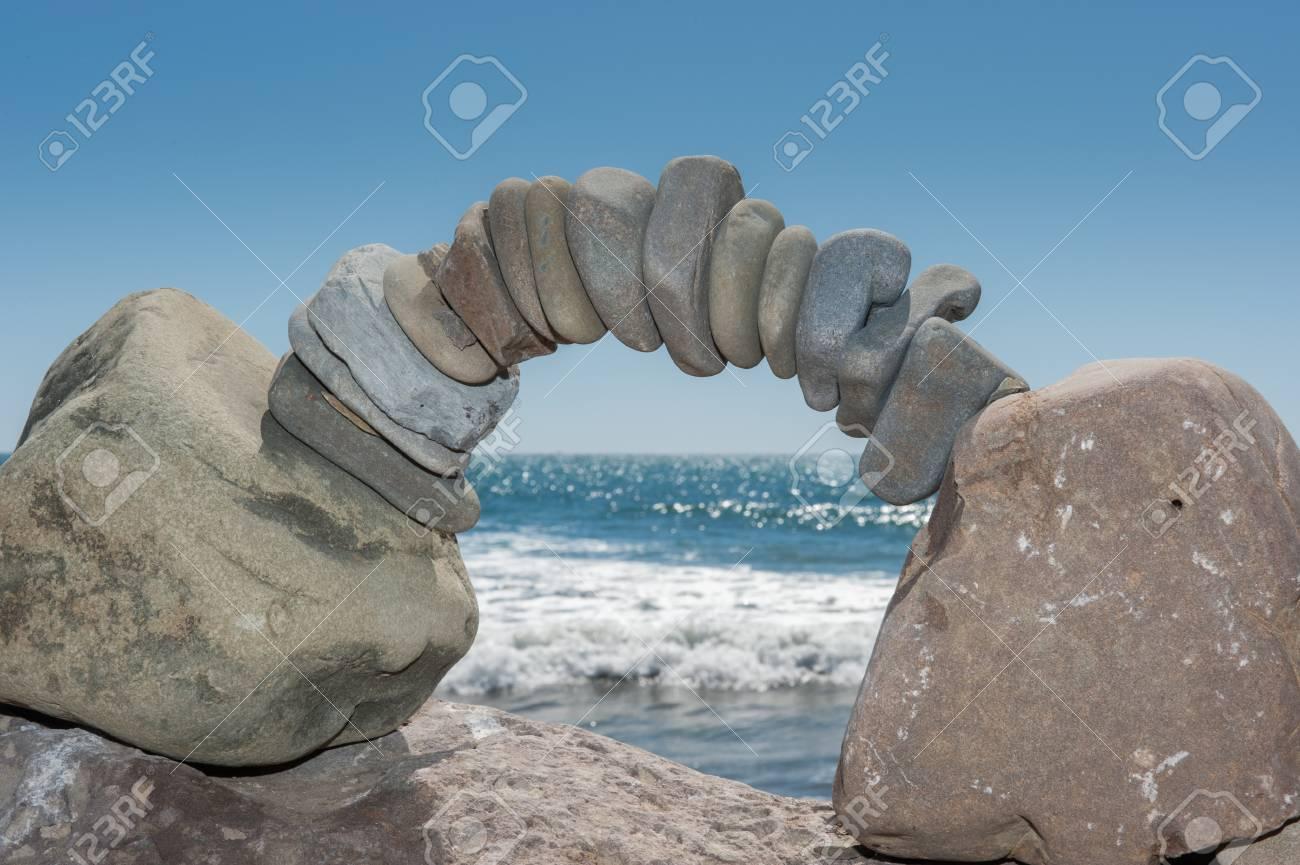 Océano Pacífico Horizonte Enmarcado Por Arco Delicado De Las Rocas ...
