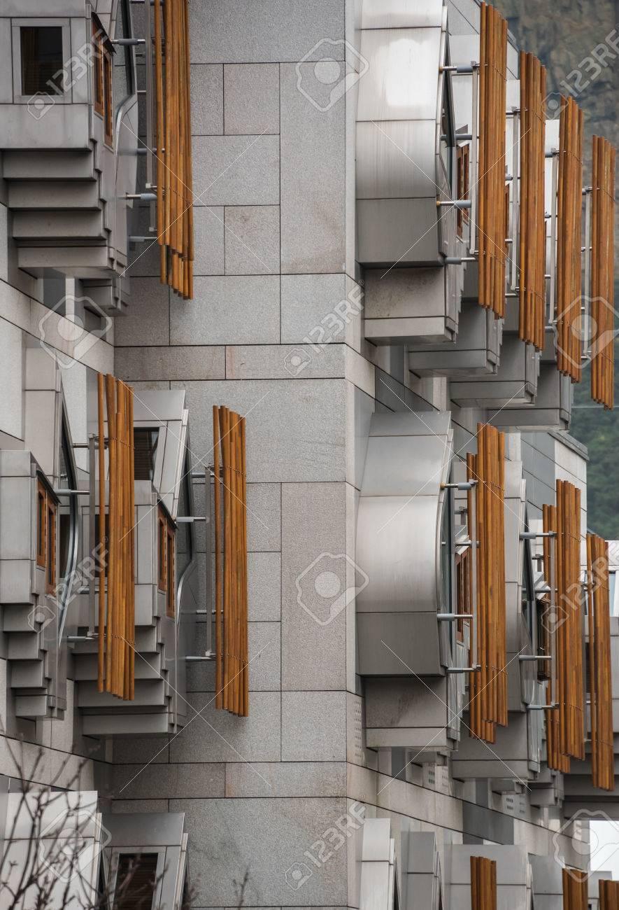 Die Einzigartige Fassade Der Bürogebäude Der Mitglieder Wurde ...