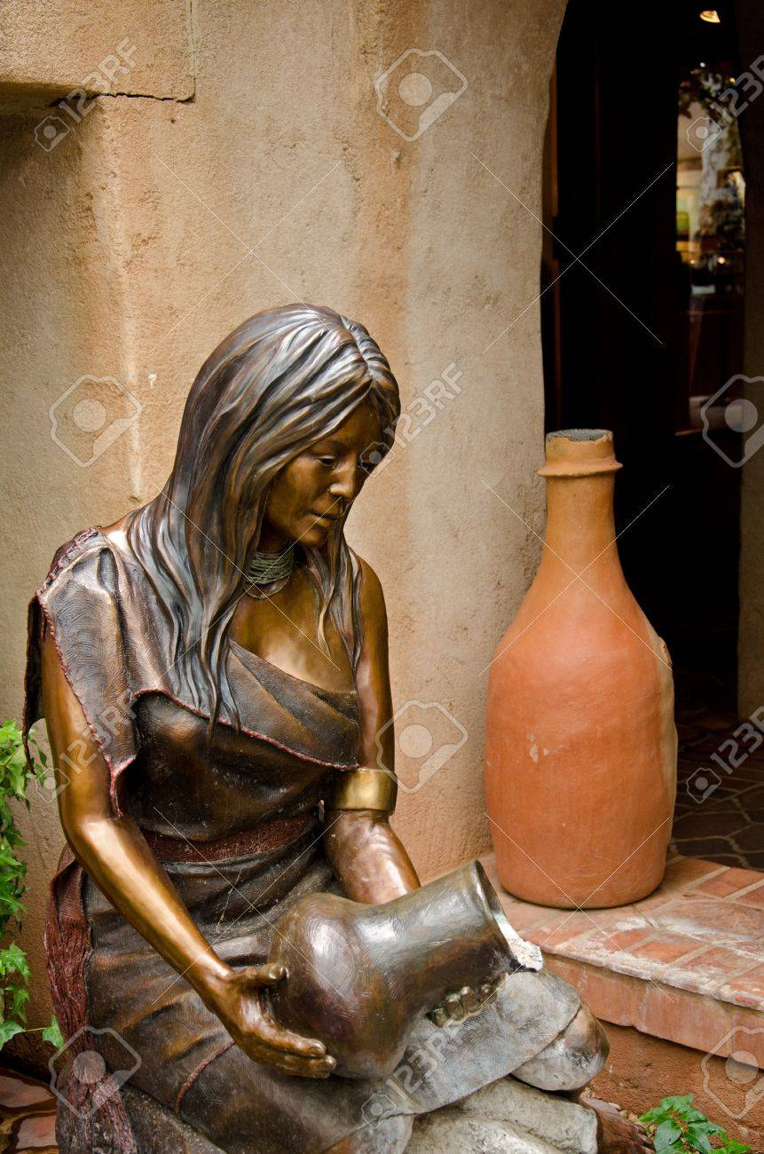 An exquisite statue of an Indian maiden pouring water at the charming Village of Tlaquepaque in Sedona, Arizona. Stock Photo - 21274552