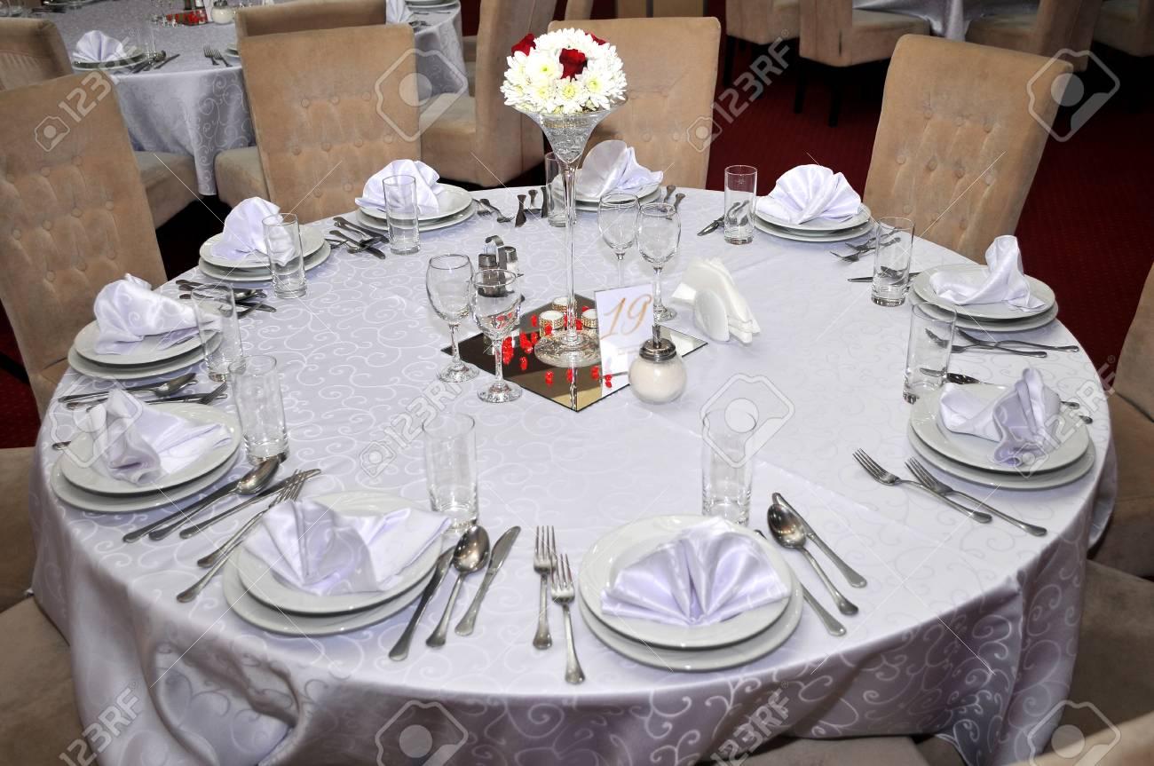 Tischbesteck Mit Bunten Blumen Schmuck Und Duftkerzen Werden An