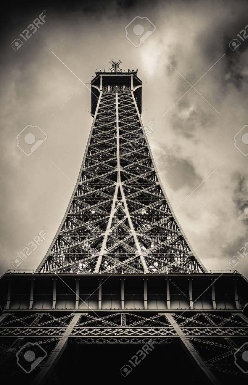 official photos 8c313 84439 Filtre rétro Tour Eiffel en dessous avec Ciel