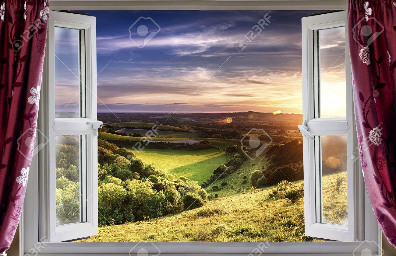 Offenes fenster  Blick Durch Ein Offenes Fenster Auf Schöne Landschaft Lizenzfreie ...