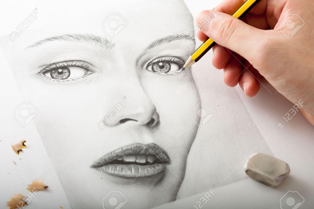 Dessin A La Main Un Visage De Femme Avec Le Crayon Banque D Images