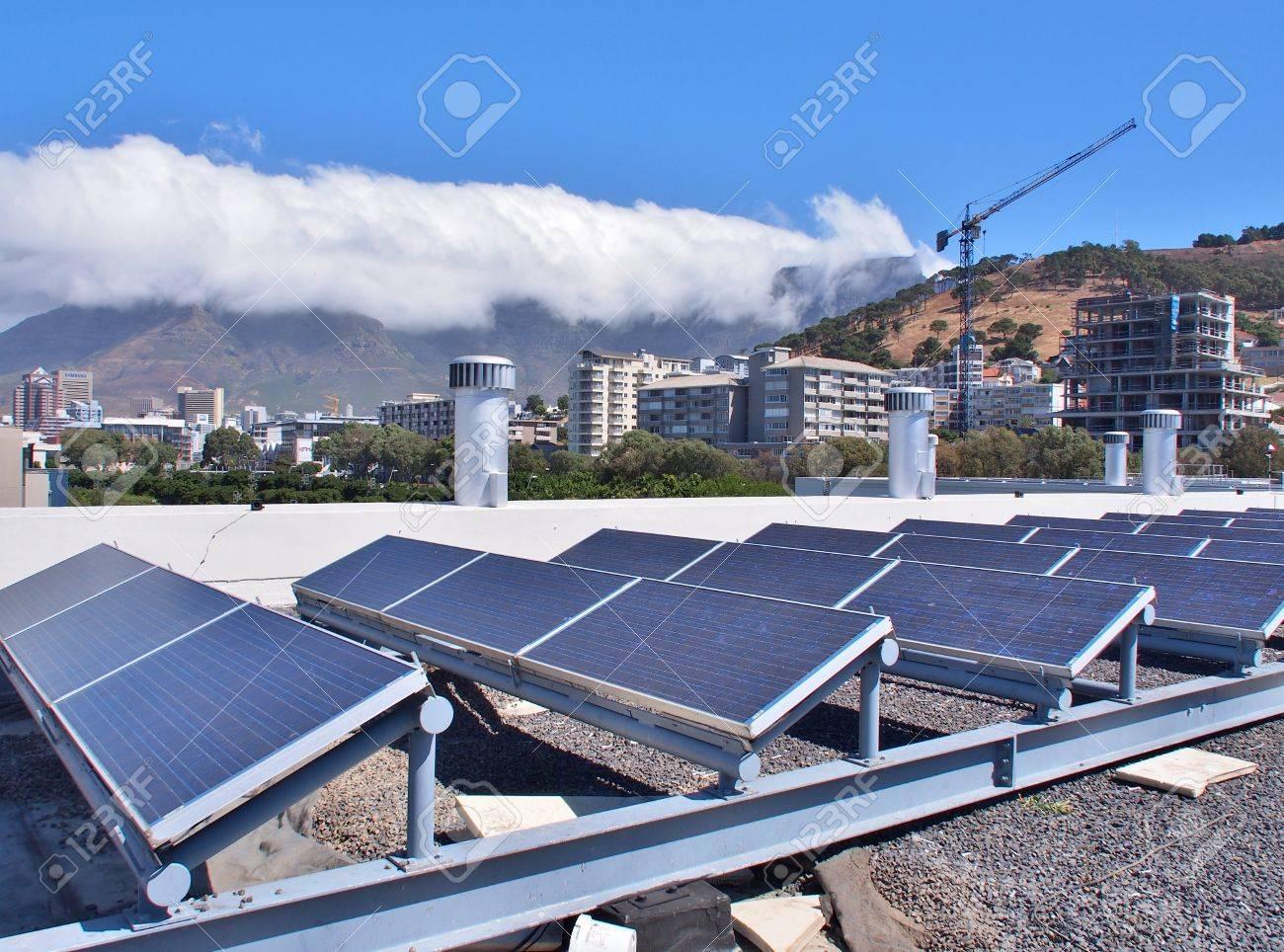 Paneles Solares O Células Solares En La Azotea O Terraza Del Edificio En Ciudad Del Cabo Sudáfrica Puede Ahorrar Energía Verde O Sol O Energía