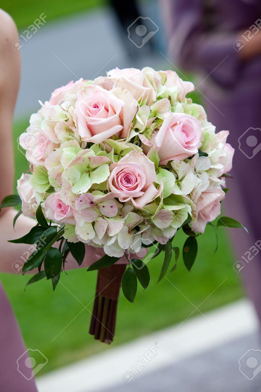 Braut Hochzeit Blumenstrauss In Weiss Rosa Und Grun Lizenzfreie Fotos