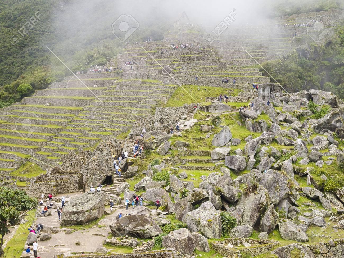 Machu Picchu Cusco Perú 15 De Marzo Los Turistas Visitan La Terraza De Cultivo En Un Pre Colombino Sitio Inca Del Siglo 15 De Machu Picchu Después
