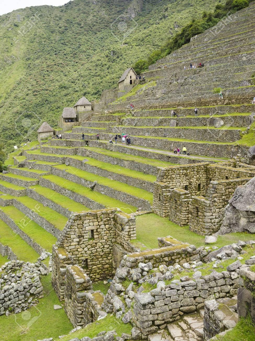 Machu Picchu, Cusco, Perù - 15 Marzo Turisti Visitano La Terrazza ...