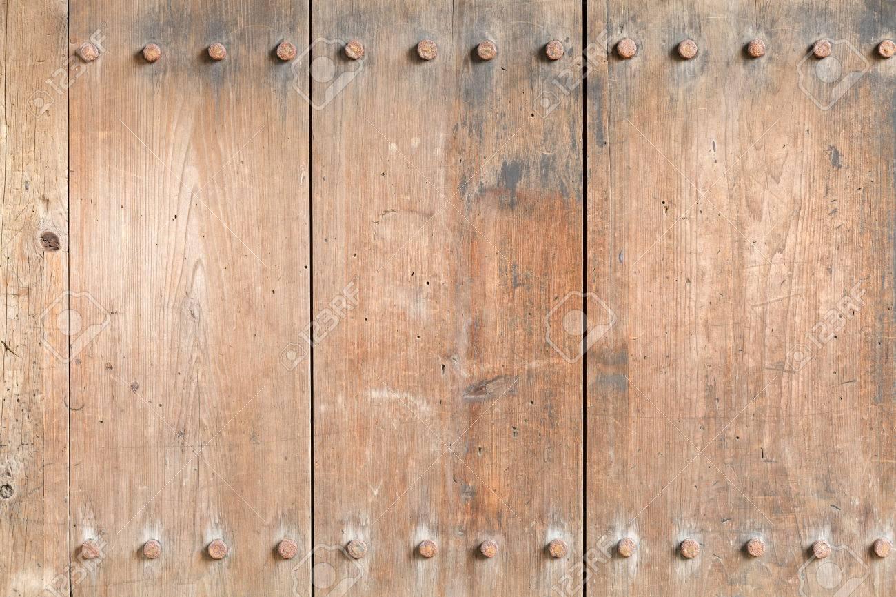 Immagini Stock Weathered Eta Compresa Tra Texture Tavola Di Legno Con Chiodi Di Ferro Bulloni Per L Utilizzo Come Sfondo Image 46914768