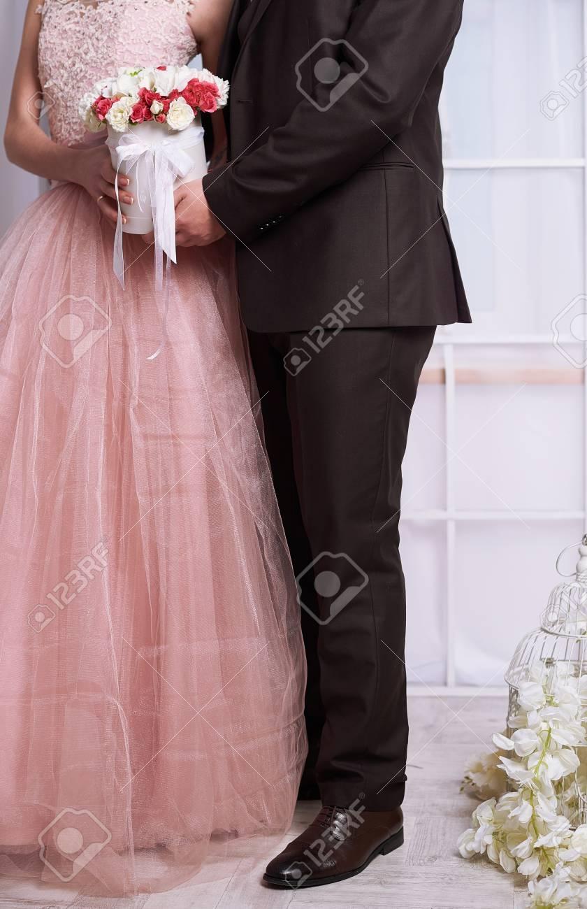 Novia Y El Novio En El Amor Hacen El Matrimonio Con La Felicidad Y ...