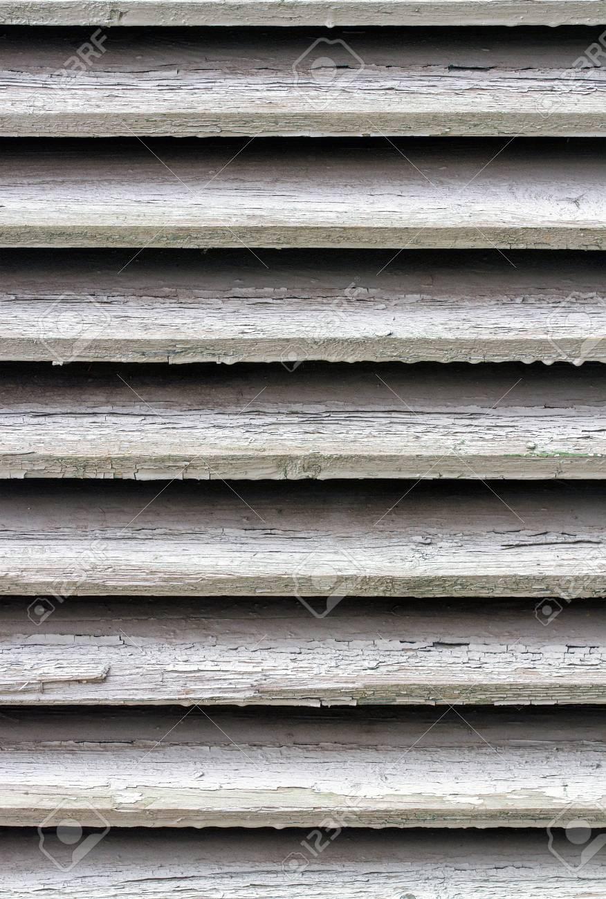 Couleur Peinture Volet Bois vieux volets en bois avec de la peinture de couleur craqué