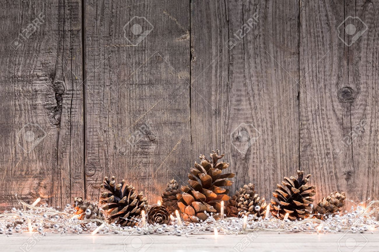 Deco Noel En Bois Naturel christmas decoration with lighs and fir cones with natural wooden..