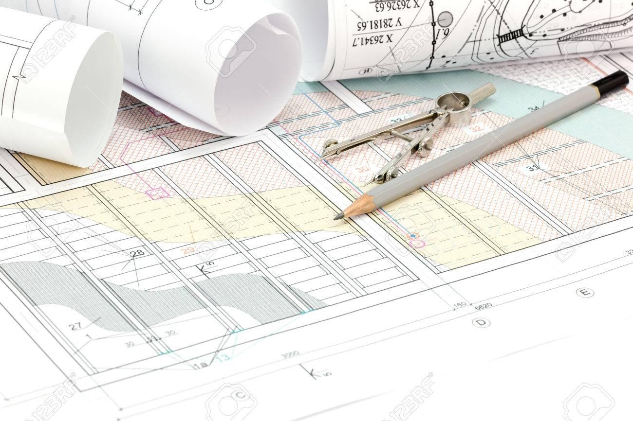 Rollte Pläne Und Technische Zeichnungen Mit Bleistift Und Zeichnung ...