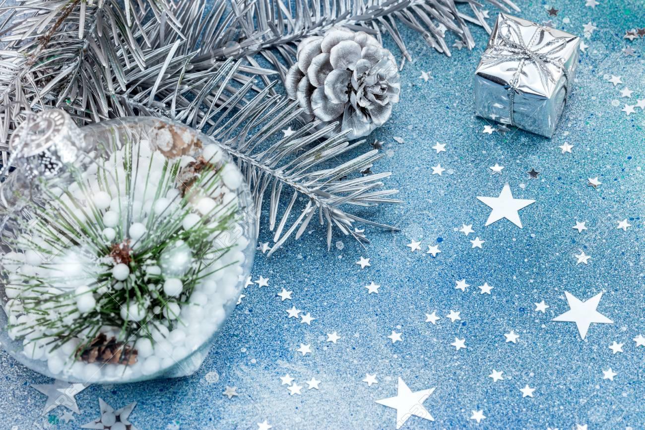 Albero Di Natale Con Decorazioni Blu : Decorazioni del ramo dell albero di abete di natale su priorità