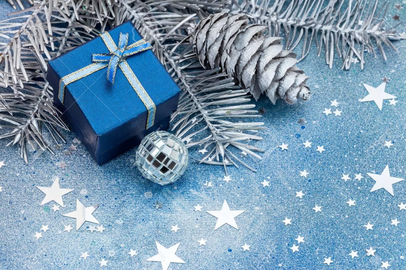 Decorazioni Albero Di Natale Blu : Albero di natale nero l ultima tendenza dello shabby chic foto
