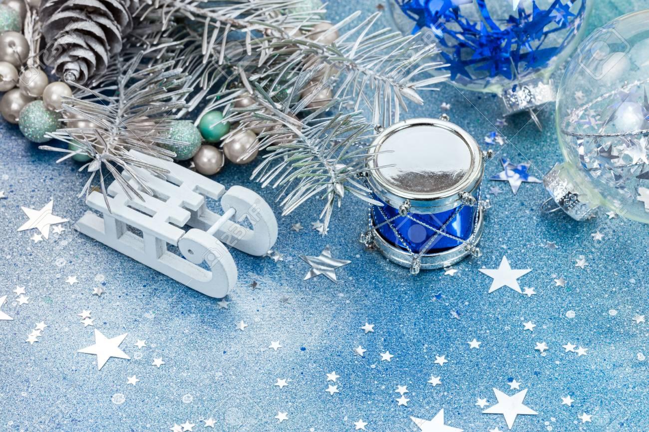 Albero Di Natale Con Decorazioni Blu : Immagini stock decorazioni dellalbero di natale su priorità bassa