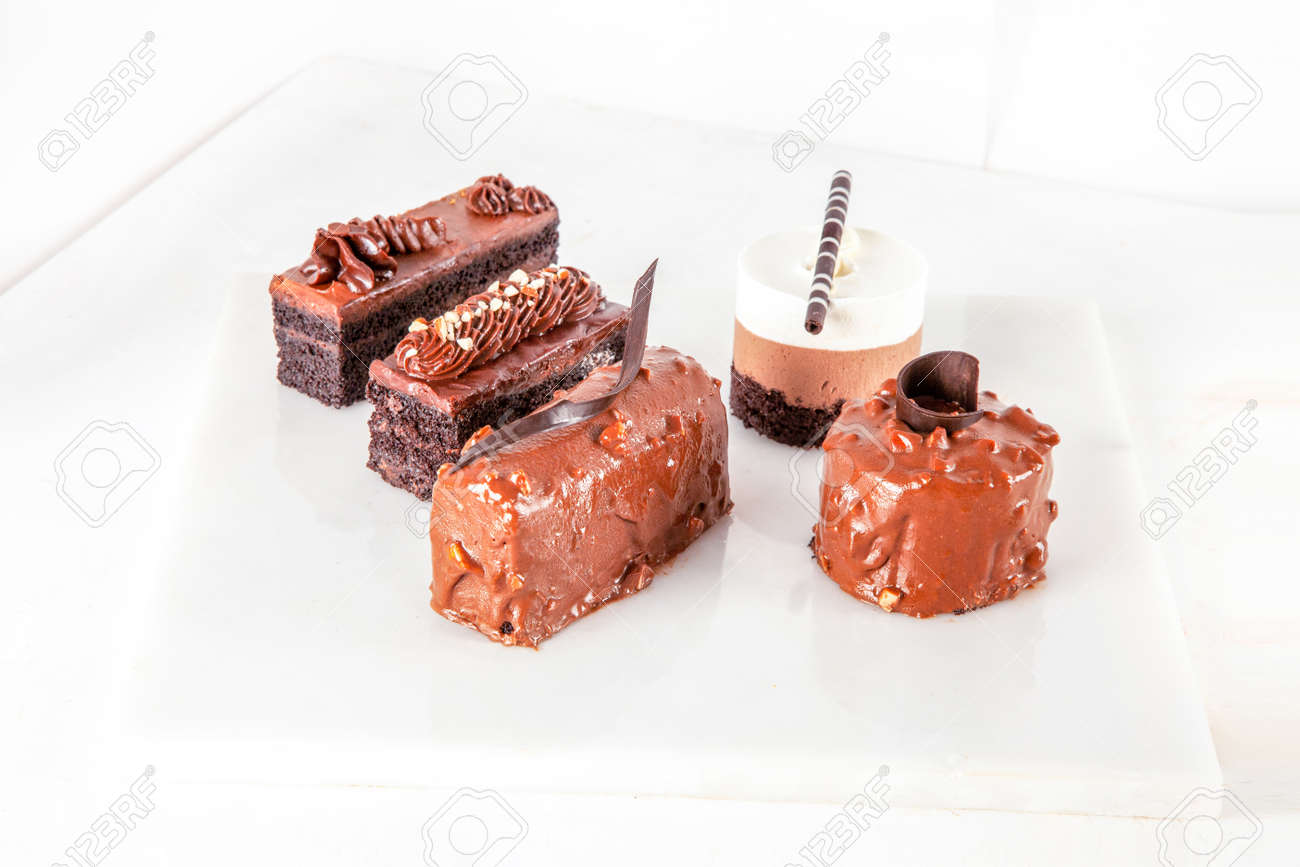 Cold chocolate pudding mousse cake pastries - 171257491