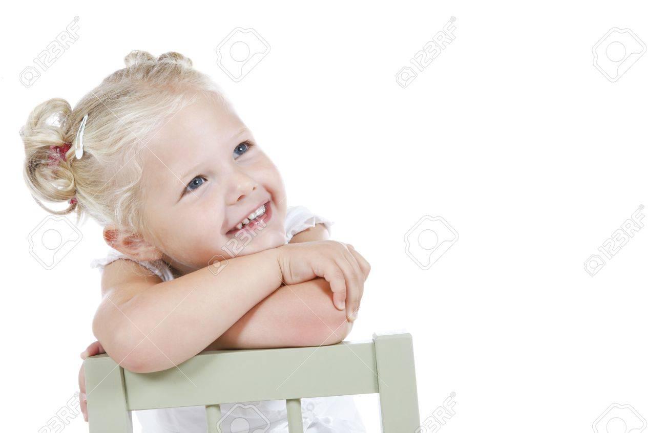 Cute Niña Vestida De Blanco Lejos Soñando