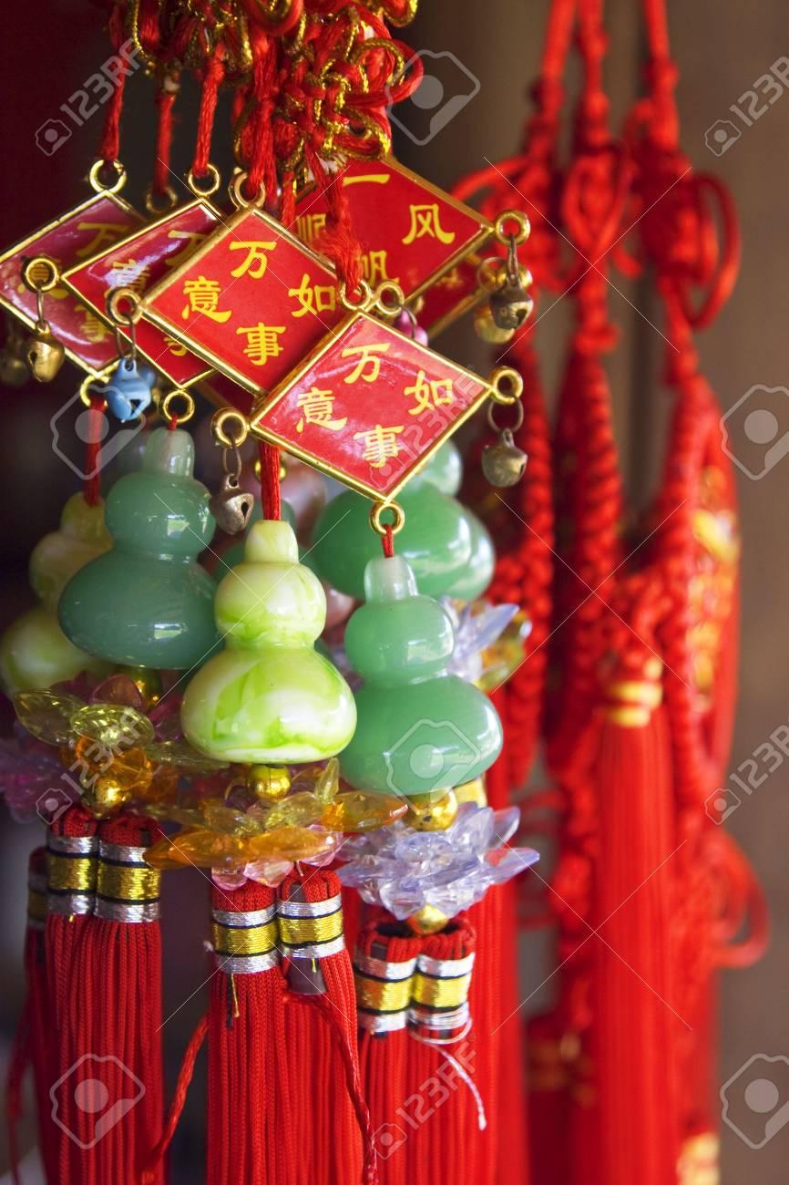 Suveniri - Page 13 4096883-colorful-chinese-souvenirs