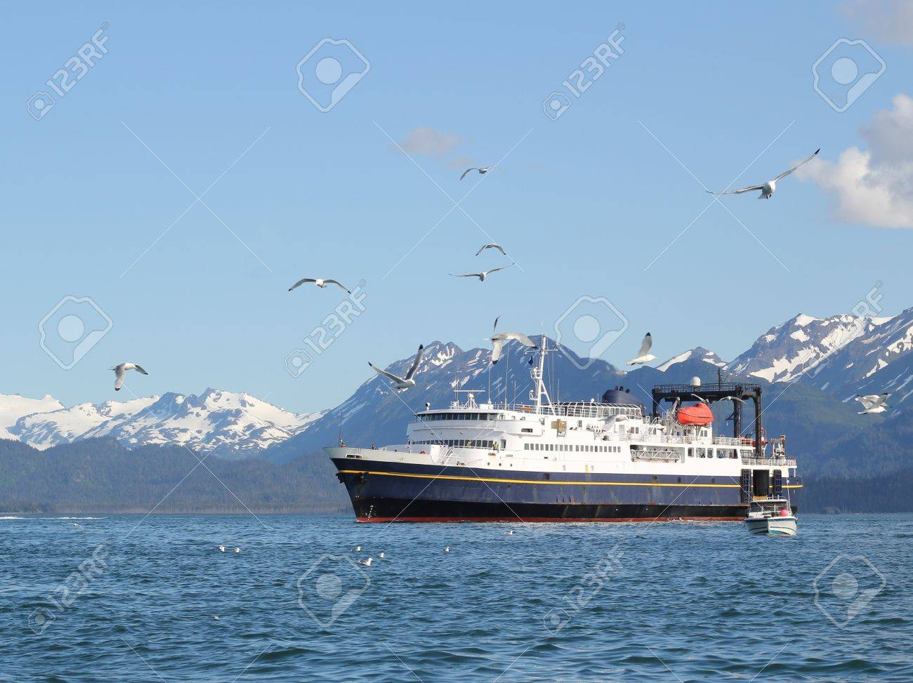 Ferry crossing the Kachemak Bay  in summer Stock Photo - 10005837