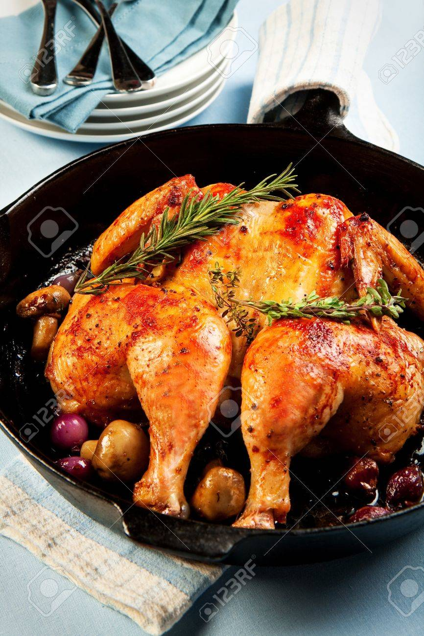 Whole chicken roasted in cast iron skilled with red pearl onions and mushrooms Stock Photo - 9206781